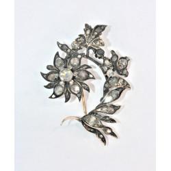 Broche ornée de diamants taillés en rose